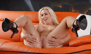 Blonde pornstar Sammy Spades undressing before inserting vibrator in bald cunt