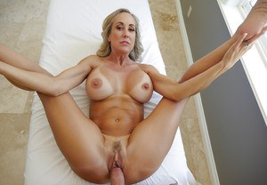Blonde Brandi Love knows amazing things with her mouth and pussy