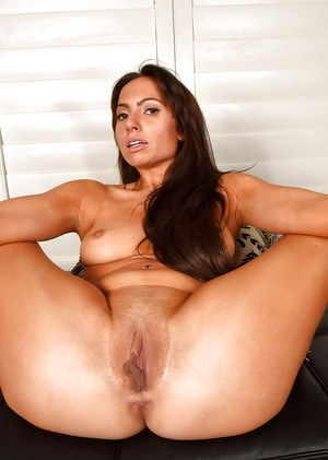 Portia Harlow amazing scenes in which she stretches the pussy and ass