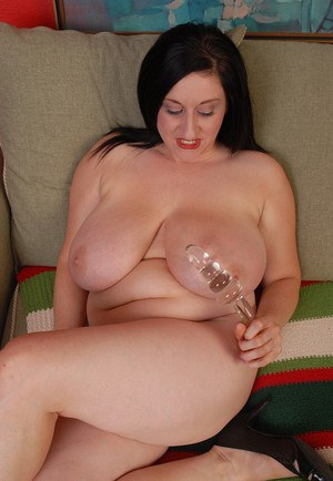 Terrific BBW with giant saggy tits Kitty unclothes and oils her nipples