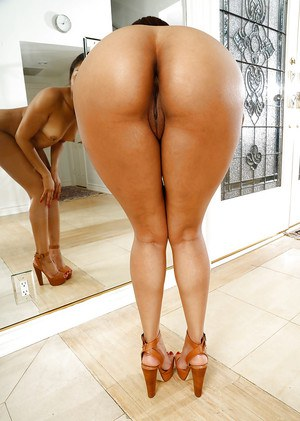 Ebony MILF Yasmine De Leon showing off fine ass and pink pussy
