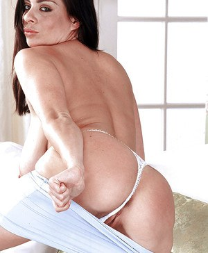 Hot chick Linsey Dawn McKenzie unleashing hooters while undressing