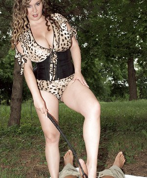 Curvy chick Jana baring hooters before riding cock on lawn with riding crop