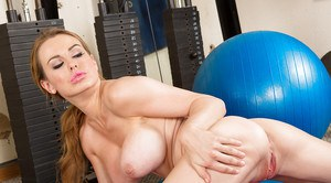 Fit pornstar Corinne Blake letting nice melons free in the gym