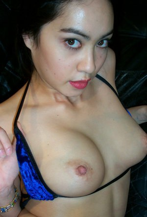Amateur Asian Milla wants to take down her sexy lingerie on cam