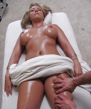 MILF Heather Summers receiving relaxing massage and facial cumshot