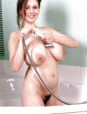 Solo chick Nicole Peters soaping up massive hangers and bush in bathtub