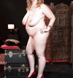 Obese model Amiee Roberts letting massive floppy tits free before parting twat