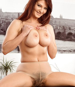 Curvy MILF Vanessa Y baring nice melons before parting hairy snatch