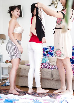Horny girls are in for a spicy amateur lesbian threesome