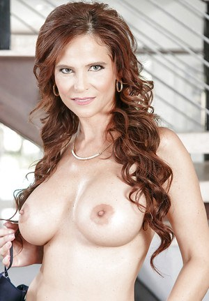 Big booty MILF Syren De Mer amazing nude solo and pussy fingering