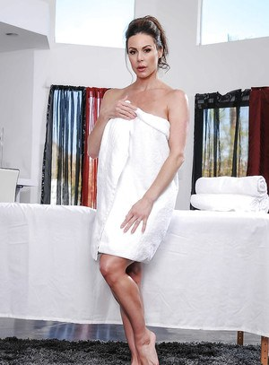 MILF Kendra Lust slipping bath towel over sexy ass before posing naked