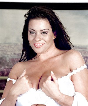 Chubby MILF shaking her huge tits Linsey Dawn McKenzie pleasing in solo