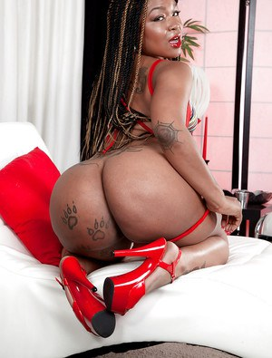 Big booty ebony diva Diamond Monroe finger fucks in solo nudity scenes