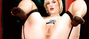 Nude blonde with fatty forms Siri playing with the shaved pussy in solo