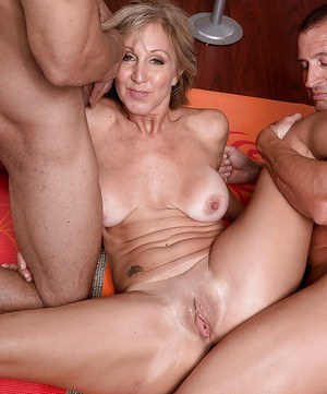 Her asshole craves anal sex