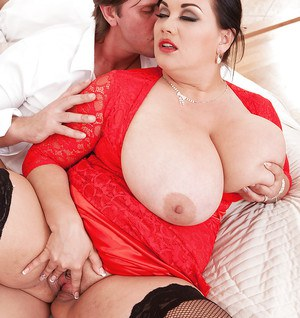 Overweight brunette Nila Mason receiving jizz on huge boobs after sex