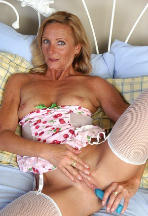 Horny mature chick Ginger shoves a blue dildo in her insatiable shaved pussy