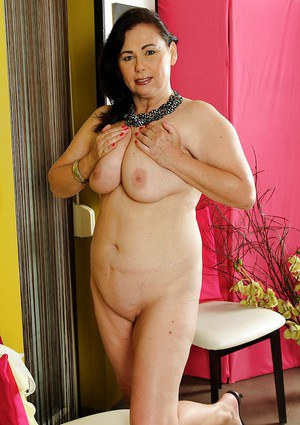 Older fat lady Kata showing off shaved pussy after undressing in parlour