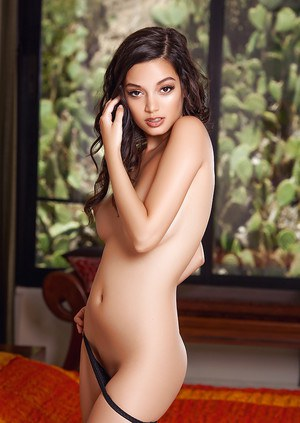 Dazzling brunette hottie Eden Arya plays an entrancing solo shows nice curves