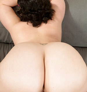 Obese MILF Sarah Jane parting bald twat after getting naked on sofa