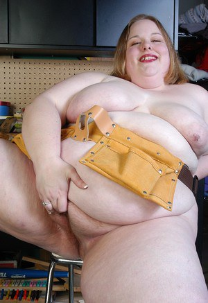 Mature with fat forms Shaela plays kinky in her live cam show