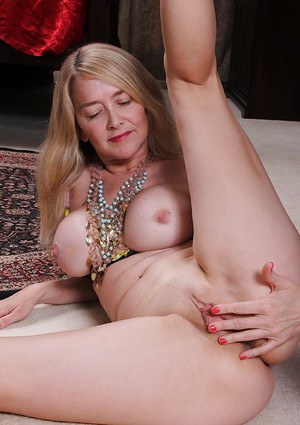 Mature with big tits Eva Griffin moans and shakes when masturbating