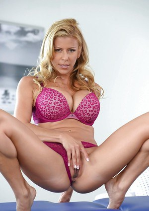 Premium mom Alexis Fawx reveals her huge tits and pussy on cam