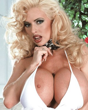 Famous blonde pornstar SaRenna Lee unleashing huge boobs and bald pussy
