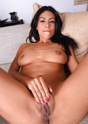 Tight latina Cassandra Cruz amazes with her gorgeous pussy and ass