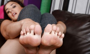 Latina MILF Sheena Ryder showing off bare feet and spread cunt in leg warmers