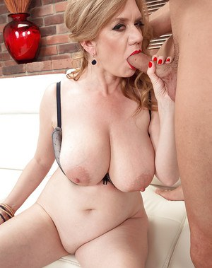 looking for RedHead MILF Kelly Steele Blasen und Gesichtsbehandlung adore being licked out