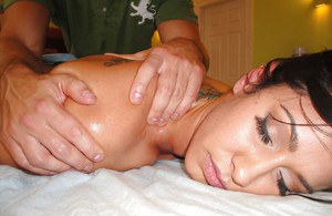 Oiled MILF Isis Love exchanging oral sex favours with her massage therapist