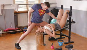 Busty Nikky Dream throats cock and shakes the inches up the vag during workout