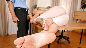 Sensual blonde with fine curves Bella Baby foot fetish porn special
