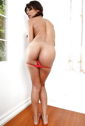 Ebony first timer Verta baring nice ass before stretching twat wide open