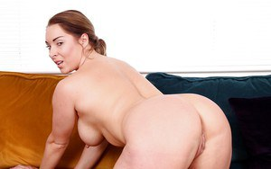 Female with amazing boobs Victoria Summers needs to get naked and pose slutty
