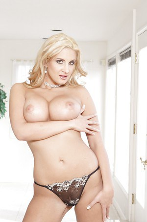 Blonde bombshell Ava Ramone unleashing nice tits from bra