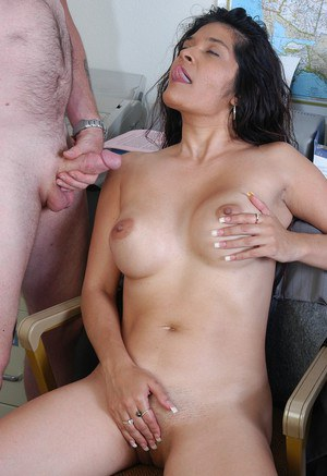 Naked woman Sophia gets working with cock at the office during the lunch break