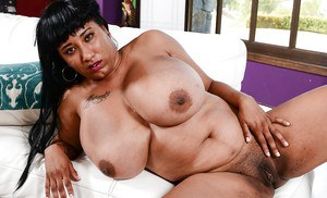 Amateur ebony woman with huge tits Danni Lynne stretching the pussy on cam
