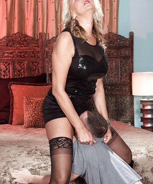 Experienced lady Dallas Matthews getting bum fucked in stockings and boots