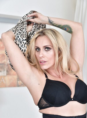 Blonde MILF Brittany Bardot insolent nudity scenes and pussy stretching