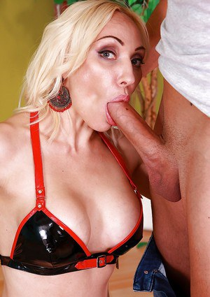 Sexy MILF Irene Telesta amazes with her sloppy cock sucking gift