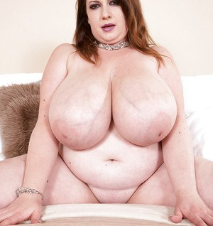 Overweight solo girl Anna Beck undressing for nude modeling gig