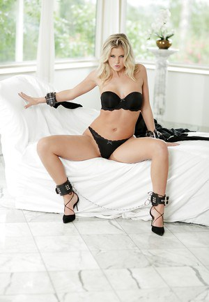 Hot blonde chick Scarlet Red blindfolding and handcuffing herself