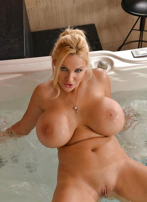 European solo model Dolly Fox unveiling round boobs and bald cunt in Jacuzzi