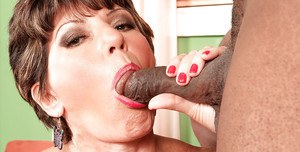 Granny gets black hunk to smash down her mature pussy in extreme XXX