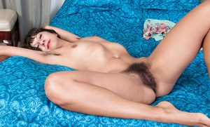 Mature Latina Vivi Marie stretching her hairy cunt wide open