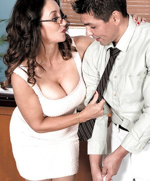 Mature secretary Persia Monir seducing her younger boss in stockings