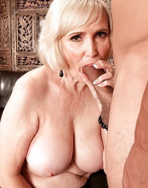 Lola Lee enjoys young cock in her mature pussy for a whole couch XXX